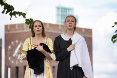 Årringer i Stein. Foto: Mette Haugland. Aktører: Elin Gunnarsdotter Sandvik / Desiree Isabel Bøgh Vaksdal