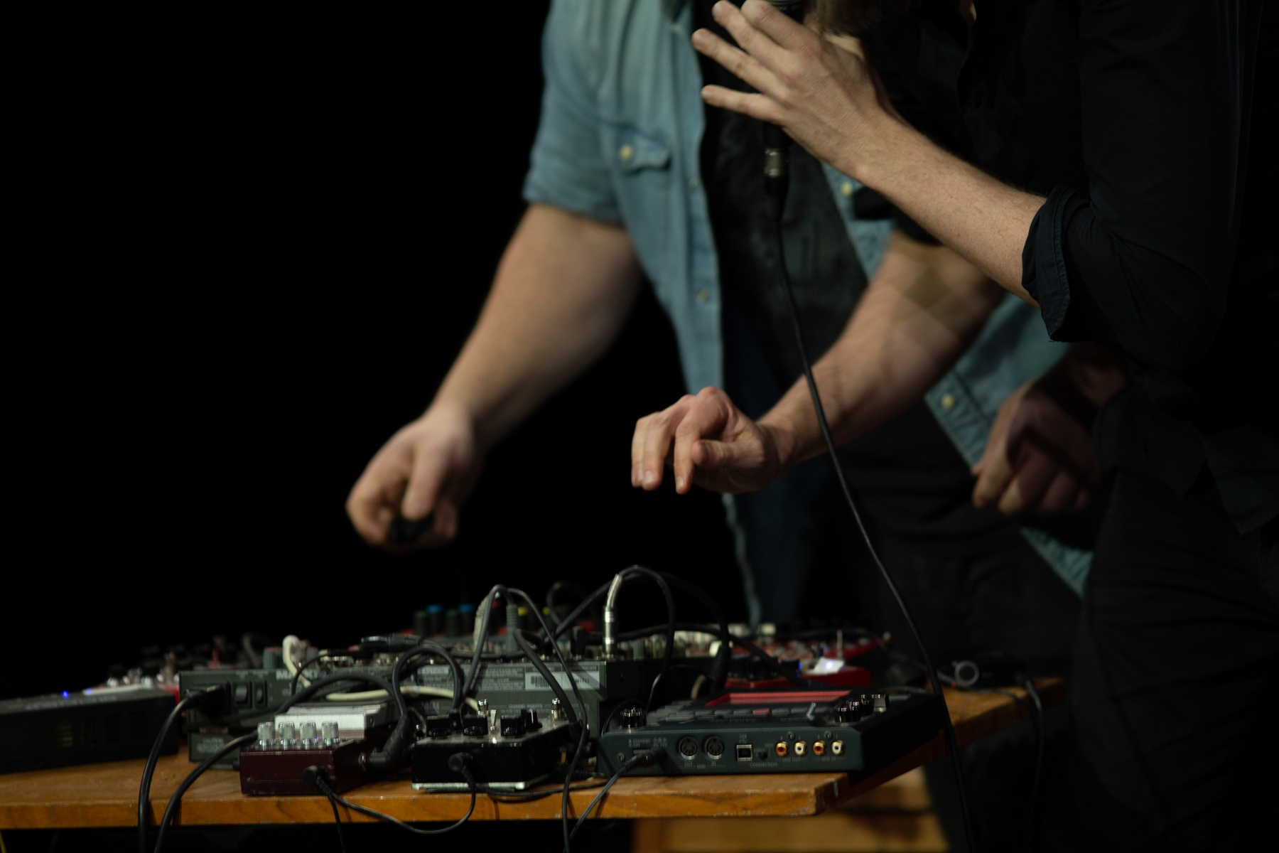 Berättaren-och-Noisemannen-hands